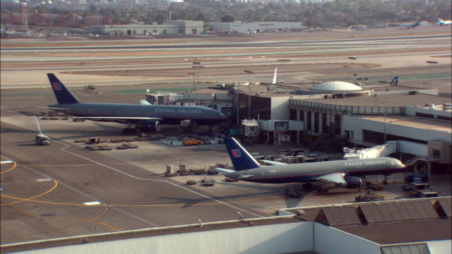 WS, HA, United Airlines jets parked at terminal, Los Angeles International Airport, Los Angeles, California, USA