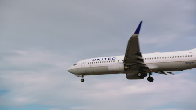 United Airlines passenger jet enters frame on approach to landing at SFO