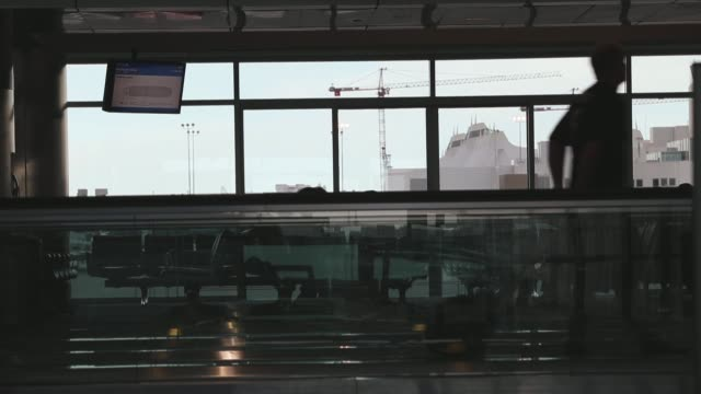 stockvideo's en b-roll-footage met united airlines planes and ground operations at denver international airport on june 15, 2013 in denver, colorado. - dia