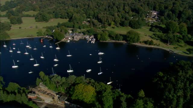 vídeos y material grabado en eventos de stock de reino unido-belle isla en el lago windermere-vista aérea - distrito de los lagos de inglaterra