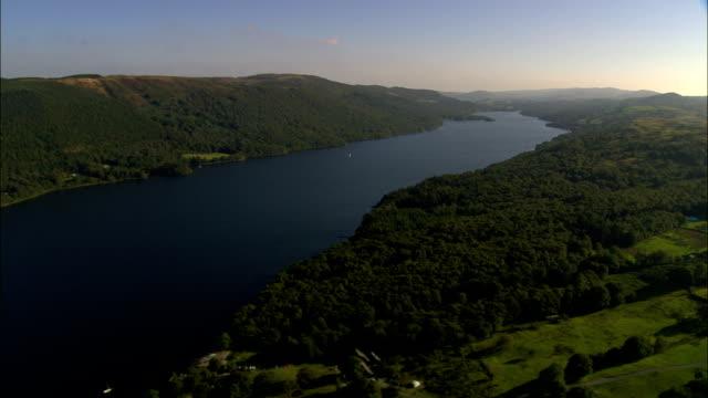 vídeos y material grabado en eventos de stock de reino unido-coniston vista aérea de agua - distrito de los lagos de inglaterra