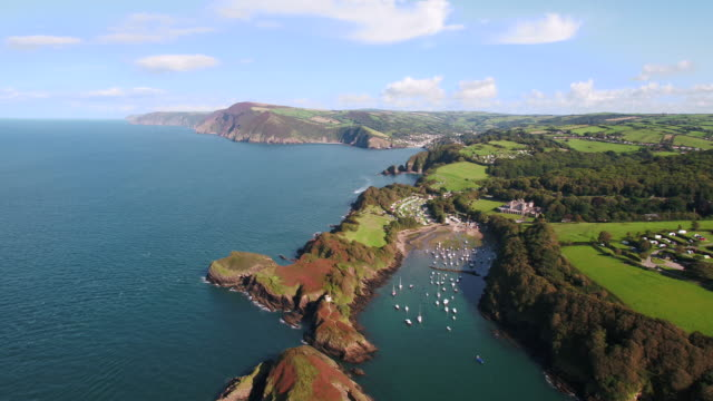 united kingdom, devon, north devon coast, coastal scenery at watermouth bay near ilfracombe - 固定された点の映像素材/bロール