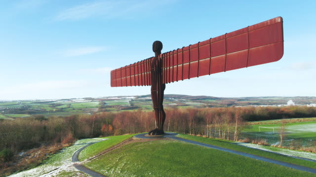 united kingdom, north east england, tyne and wear, gateshead, angel of the north sculpture - newcastle upon tyne stock-videos und b-roll-filmmaterial
