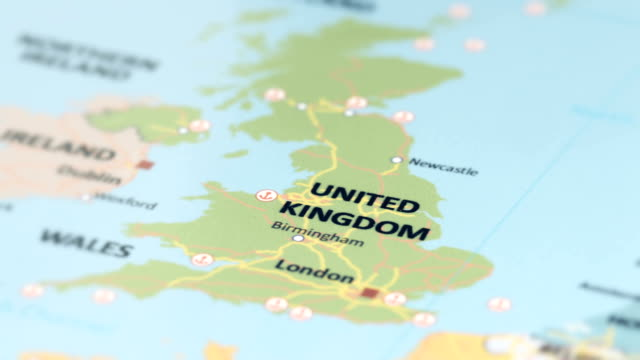 europe united kingdom on world map - uk video stock e b–roll