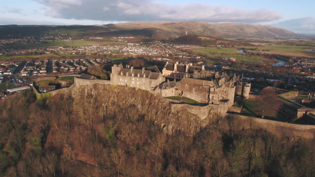 vidéos et rushes de united kingdom, scotland, stirlingshire, aerial view of stirling castle and the wallace monument - écosse