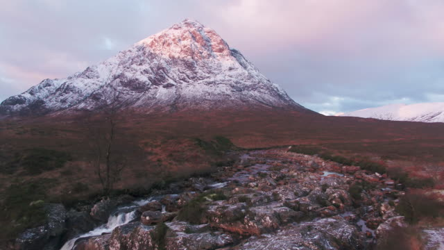 united kingdom, scotland, western highlands, glencoe (glen coe), rannoch moor, buachaille etive mor and the river coupall - scottish highlands stock videos & royalty-free footage