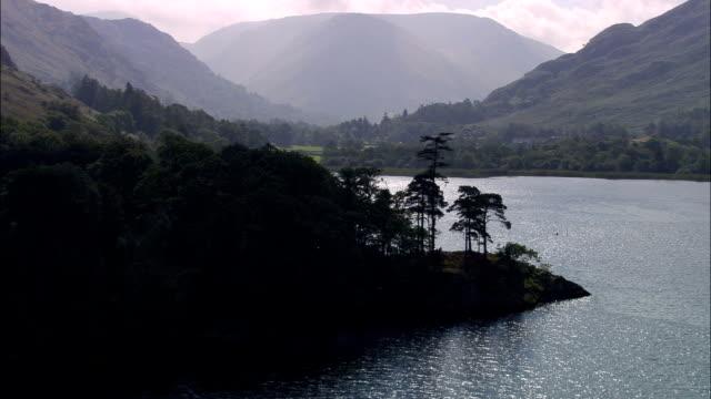 vídeos y material grabado en eventos de stock de reino unido-ullswater-vista aérea - distrito de los lagos de inglaterra