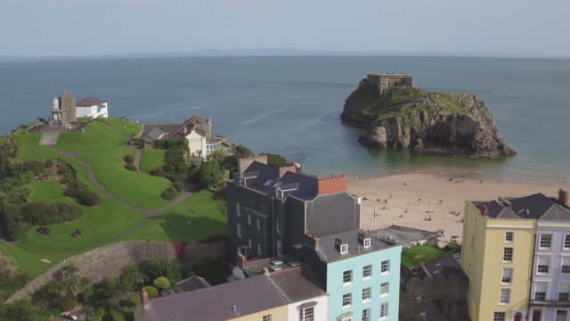 stockvideo's en b-roll-footage met united kingdom, wales, dyfed, pembrokshire, tenby, south beach - pembrokeshire