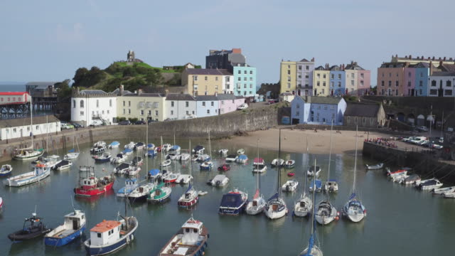 united kingdom, wales, dyfed, pembrokshire, tenby, south beach - pembrokeshire stock videos & royalty-free footage