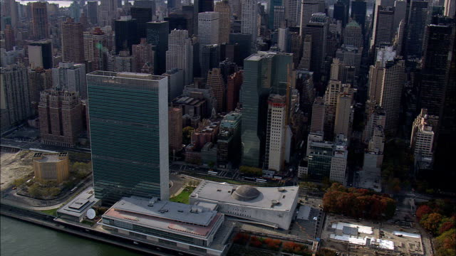 united nations  - aerial view - new york,  new york county,  united states - new york stato video stock e b–roll