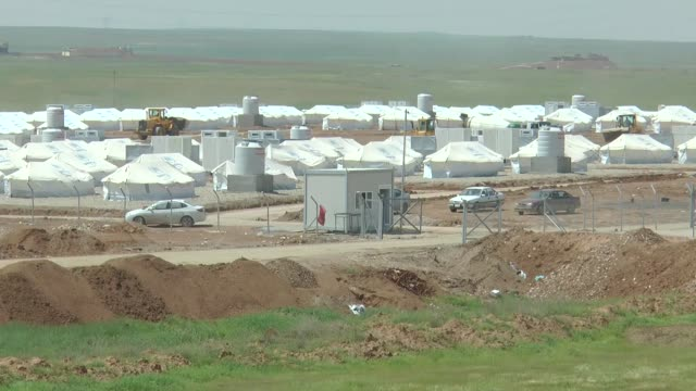 united nations building a new camp for internally displaced person from mosul to host them in the east of mosul, iraq on april 18, 2017. the capacity... - iraq video stock e b–roll