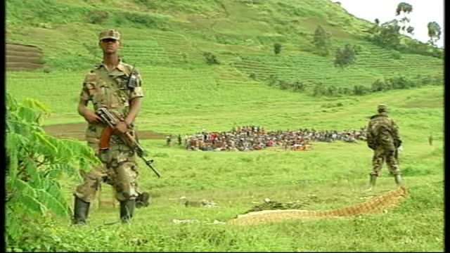 united nations courts jail architect of rwandan genocide november 2008 kibumba armed soldier standing in field displaced congolese woman along past... - völkermord stock-videos und b-roll-filmmaterial