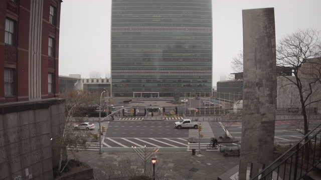 united nations headquarters in manhattan new york city. architects: wallace harrison, oscar niemeyer, le corbusier. opened in 1952. view from tudor... - globe navigational equipment stock videos & royalty-free footage