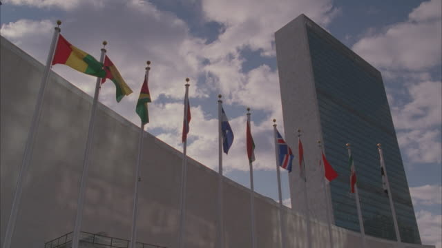 ms, la, united nations secretariat building, new york city, new york, usa - united nations stock videos & royalty-free footage