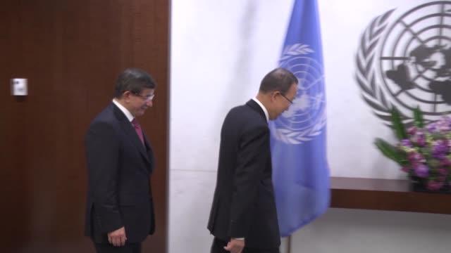united nations secretarygeneral ban kimoon and turkish prime minister ahmet davutoglu meet as a part of the leaders' summit on peacekeeping within... - 平和維持点の映像素材/bロール
