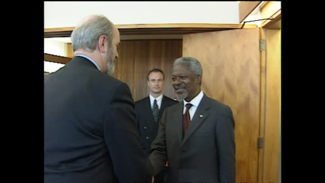 United Nations SecretaryGeneral Kofi Annan meets Minister of Defence Mark Burton during visit to New Zealand