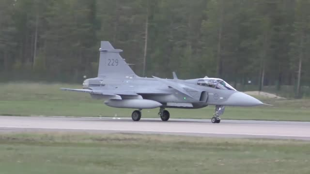 stockvideo's en b-roll-footage met united states and european aircraft conduct flight operations in support of arctic challenge exercise at kallaz air base sweden 30 may 2019 aircraft... - luchtvaartuig