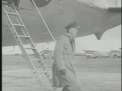 vídeos y material grabado en eventos de stock de united states army chief of staff general george marshall coming down steps from airplane greeting other officials on tarmac walking w/ general... - chiang kai shek