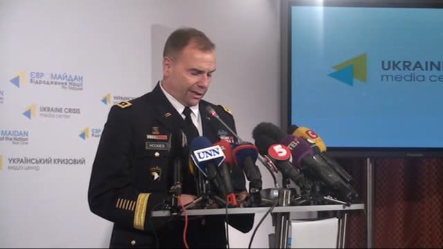 vidéos et rushes de united states army europe commander lieutenant general ben hodges speaks to the press about the crisis in eastern ukraine on january 21 2015 in kiev... - général grade militaire