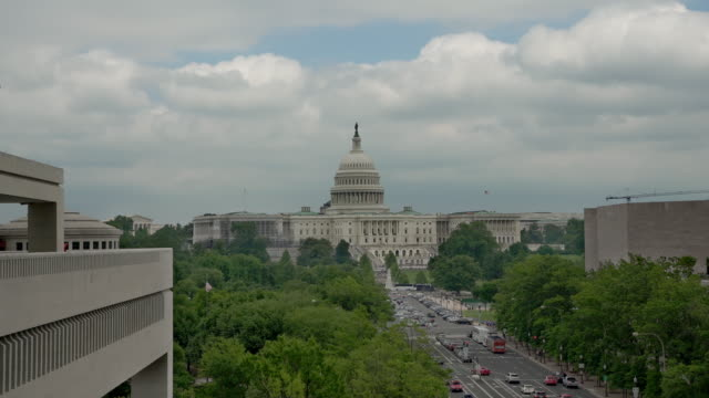 United States Capitol und Pennsylvania Avenue in Washington, DC - 4k/UHD