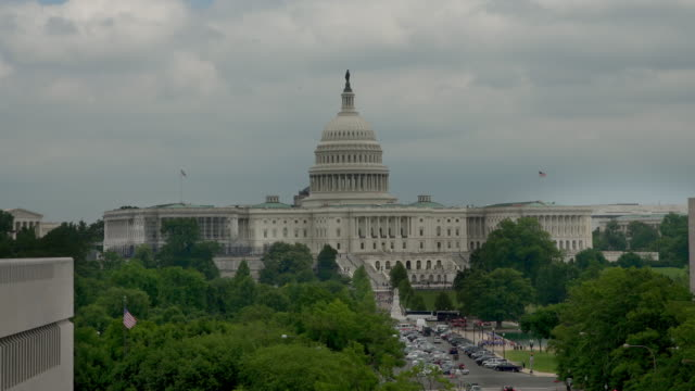 vídeos de stock e filmes b-roll de united states capitol and pennsylvania avenue in washington, dc - 4k/uhd - capitol hill