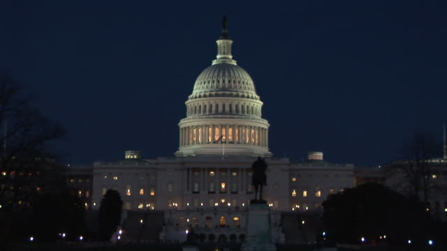 ws, zi, cu, united states capitol at night, washington dc, washington, usa - zoom in stock videos & royalty-free footage
