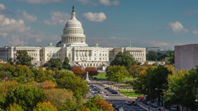 vídeos de stock e filmes b-roll de united states capitol building and pennsylvania avenue in washington, dc - 4k/uhd - politician