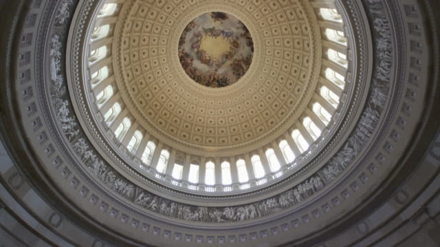 united states capitol rotunde in washington, dc - 4k/uhd - kuppeldach oder kuppel stock-videos und b-roll-filmmaterial