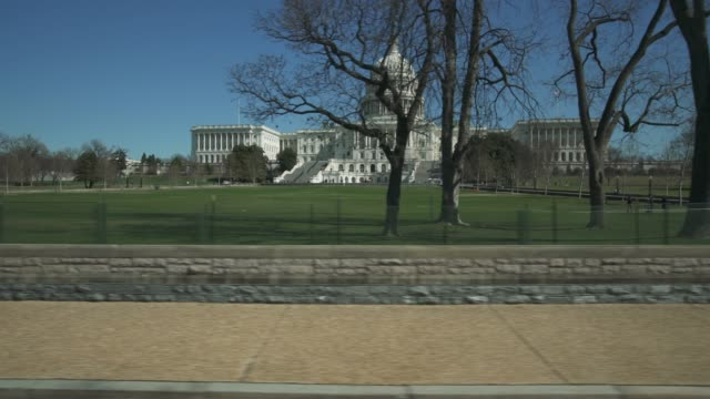 vídeos de stock e filmes b-roll de united states capitol west drive-by in washington, dc - capitol hill