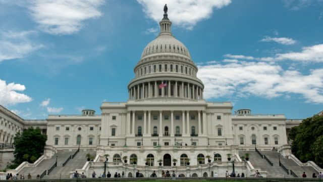stockvideo's en b-roll-footage met west capitool in washington, dc - time lapse zoom in - 4k/uhd - senaat verenigde staten