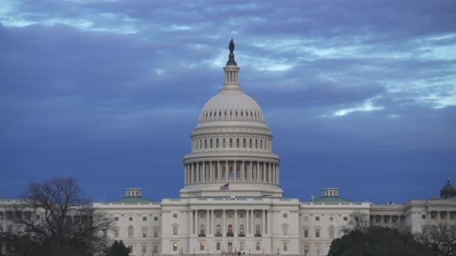 アメリカ合衆国議会議事堂西芝生ワシントン dc で黄昏の夕暮れ時 - 連邦議会議員点の映像素材/bロール
