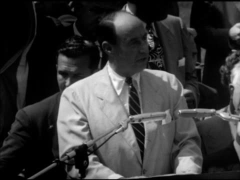 vidéos et rushes de united states democratic presidential candidate adlai stevenson ii speaking about repealing the tafthartley act calling for new law campaign... - adlai stevenson