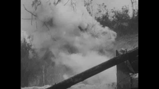 united states marines with tank in jungle / two marines in grass fire machine gun / japanese soldiers runs on ridge throws yardstick grenade toward... - 装甲車点の映像素材/bロール