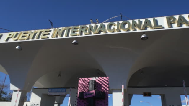 united states mexico international border crossing - international border stock videos & royalty-free footage