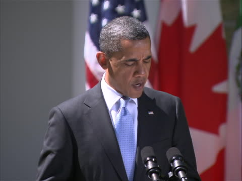 vídeos de stock, filmes e b-roll de united states president barack obama holds a joint press conference with prime minister stephen harper of canada and president felipe calderon of... - 30 39 years