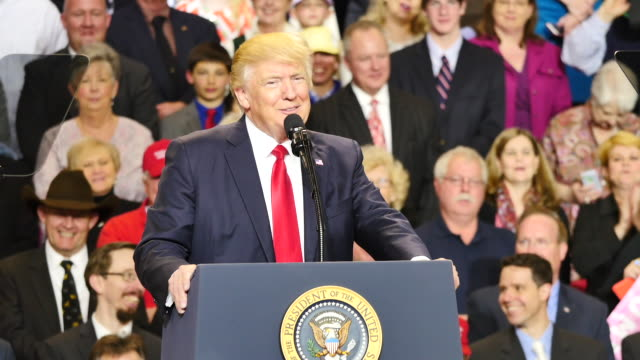 united states president donald trump makes a comment about the fake news, referring to a question a journalist asked him, while speaking to 15,000 of... - künstlich stock-videos und b-roll-filmmaterial