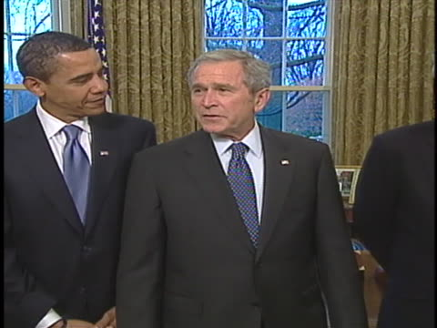vidéos et rushes de united states president george w. bush and president elect barack obama meet with former presidents jimmy carter, george h. w. bush and bill clinton. - style des années 2000