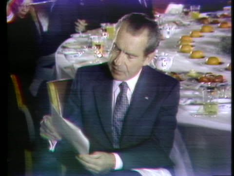 united states president richard nixon listens to a speech at a banquet during his historic trip to china. - 1972年点の映像素材/bロール