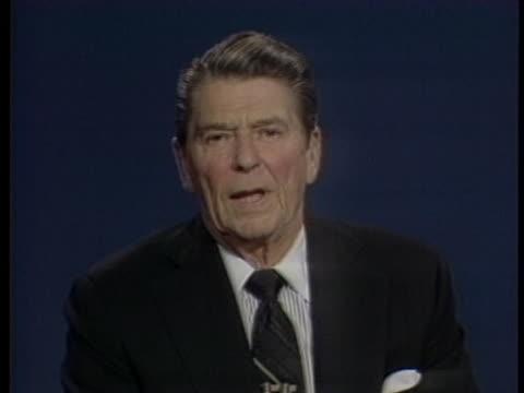 vidéos et rushes de united states president ronald reagan expresses his desire for a balanced budget. - âge humain