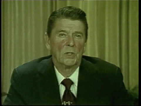 vídeos de stock e filmes b-roll de united states president ronald reagan speaks about supporting poland. - 1981