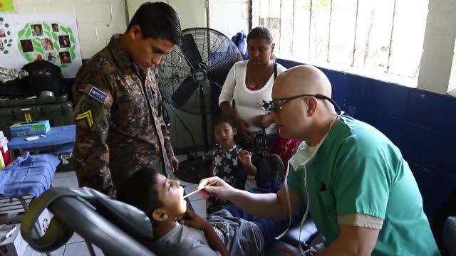 united states service members work alongside el salvadoran military personnel at beyond the horizon 2018 members of the illinois army reserve's 330th... - medical resident stock videos and b-roll footage