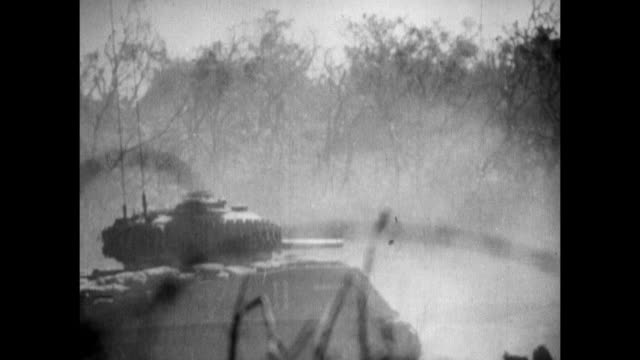vs united states sherman tanks firing cannon us marine running on uneven terrain taking cover from machine gun fire soldiers firing flamethrowers... - schlacht um iwojima stock-videos und b-roll-filmmaterial
