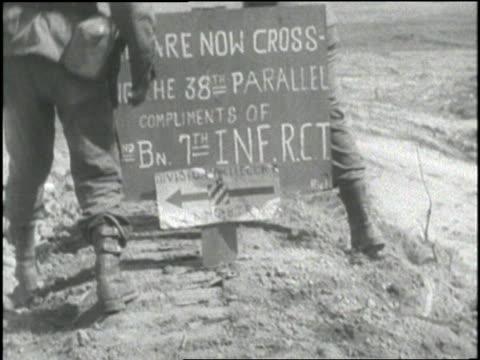 united states soldiers in korea pass a sign marking the 38th parallel. - infanteri bildbanksvideor och videomaterial från bakom kulisserna
