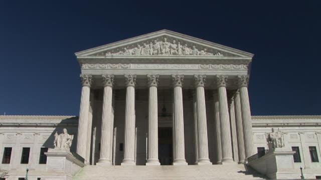 vídeos de stock e filmes b-roll de ms, zi, united states supreme court building, washington, dc, washington, usa - frontão triangular
