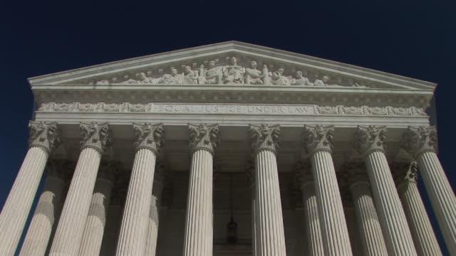 vídeos de stock e filmes b-roll de cu, zi, la, united states supreme court building, washington, dc, washington, usa - frontão triangular