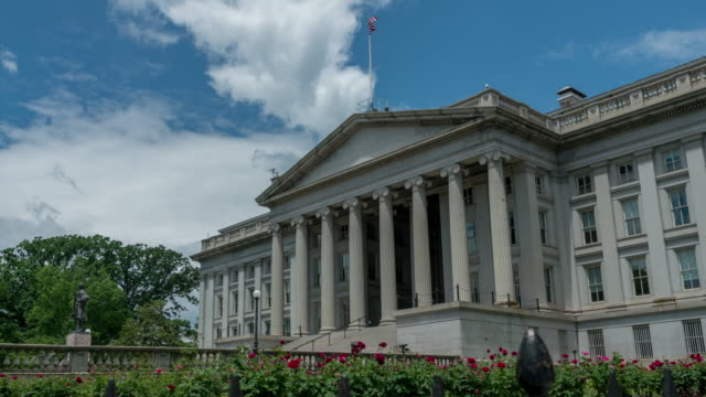 united states treasury department in washington, dc - zeitraffer in 4k/uhd - finanzministerium stock-videos und b-roll-filmmaterial