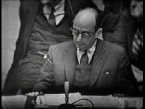 unites nations room / stevenson speaking to ussr ambassador / ussr ambassador zorren - cuban missile crisis stock videos & royalty-free footage