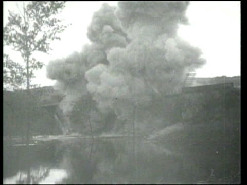 vidéos et rushes de the nazi invasion causes death and destruction in northern france while in the south french officials search for sympathizers. - bombardement
