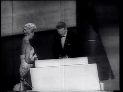 report on the 1958 academy awards - debbie reynolds stock-videos und b-roll-filmmaterial