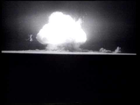 an atom bomb explodes in a night test in the new mexican desert - nuklearbombe stock-videos und b-roll-filmmaterial